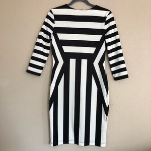 3/$25 H&M White and Black Patterned Dress